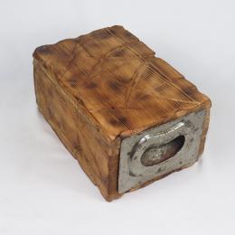 Scatola in legno con cassetto in metallo