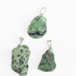 Ciondolo in Rubino Zoisite (Anyolite) grezzo
