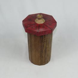 Scatola in legno con ideogrammi